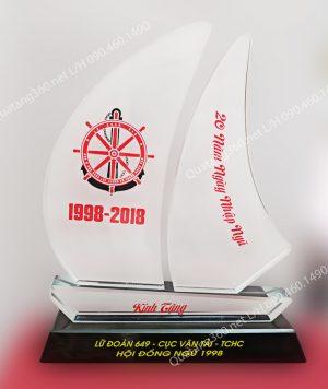 quà tặng pha lê thuyền buồm