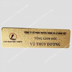 Thẻ tên đeo ngực đồng ăn mòn mạ vàng nền sần, không phủ keo